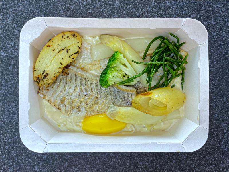 Filet de turbot, crevettes grises, crème de poireaux et fumet de poisson -19,50 €